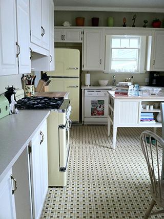 Bill-and-Lisas-Retro-Kitchen.fw_