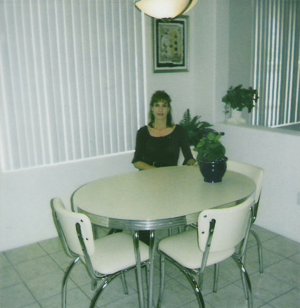 Donnas-White-Kitchen-Set.fw_