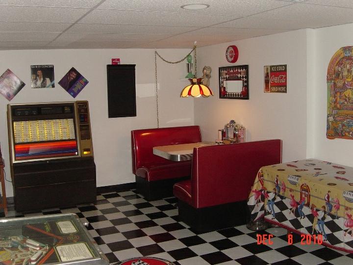 Jim And Carol S Game Room Bar And Booth
