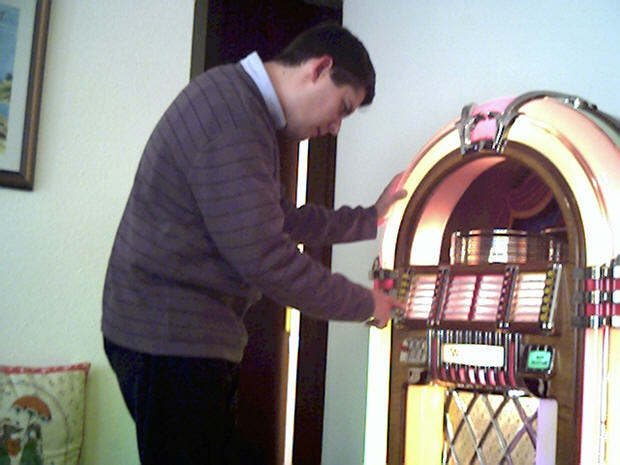 Wurlitzer 1015 jukebox playing