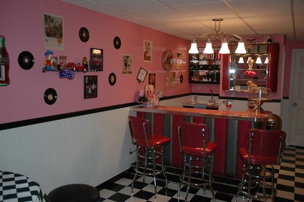 Taylors-Pink-Retro-Room.fw_