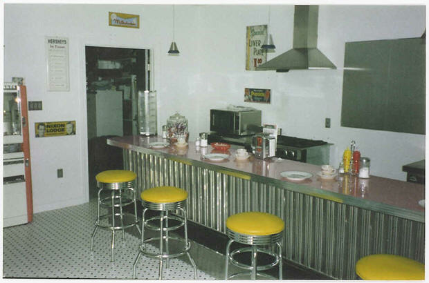 Toms-Retro-Home-Diner.fw_