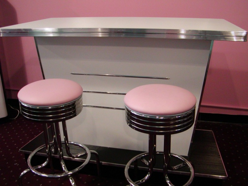 Bel Air Bar - White with Pink Stools