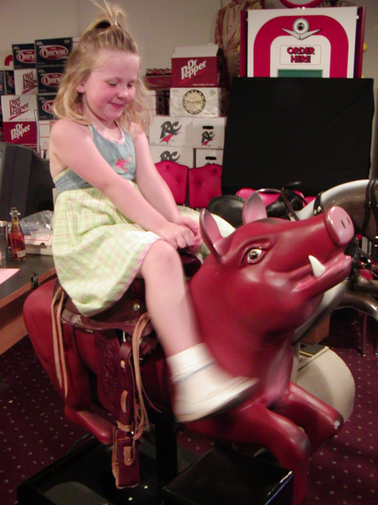 Red Pig Kiddie Ride