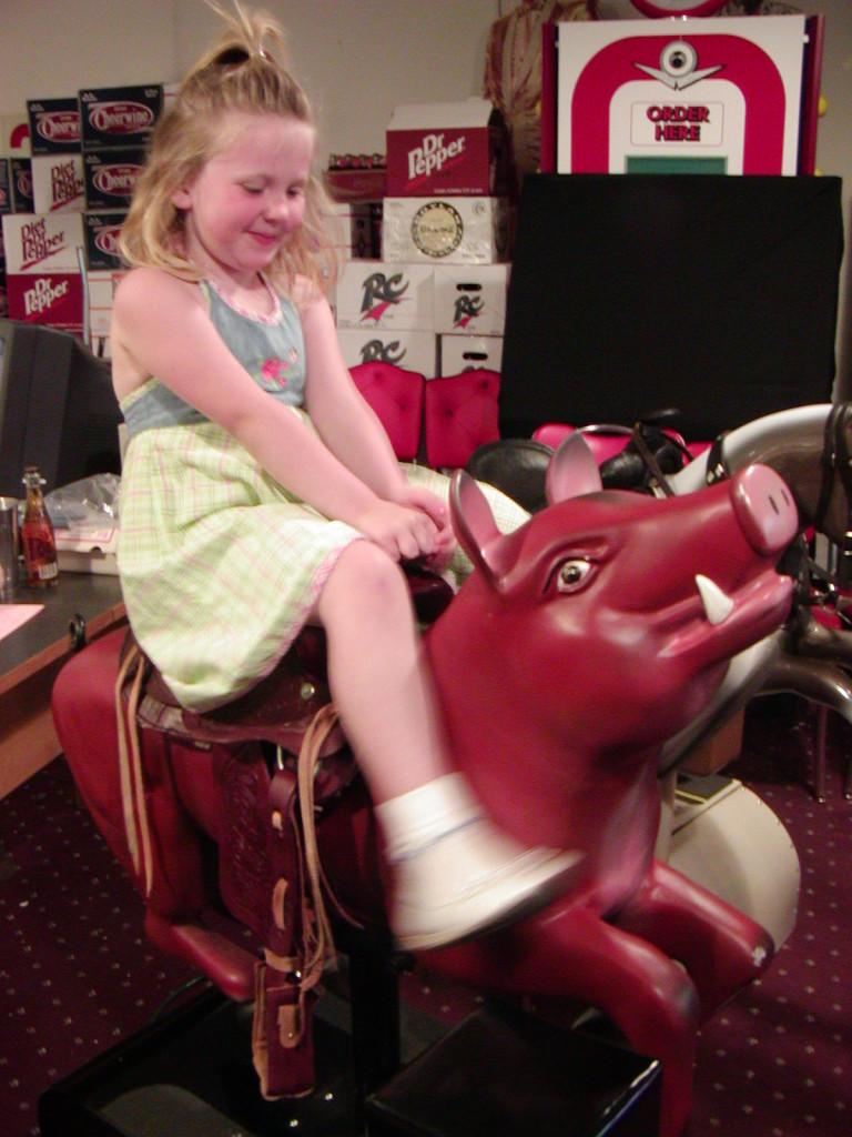 Red Pig Kiddie Ride