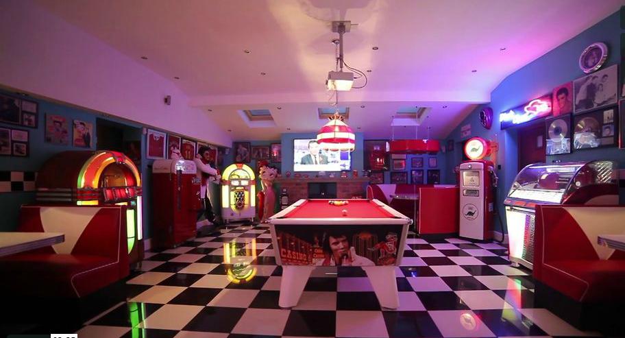 Retro-1950s-Home-Diner
