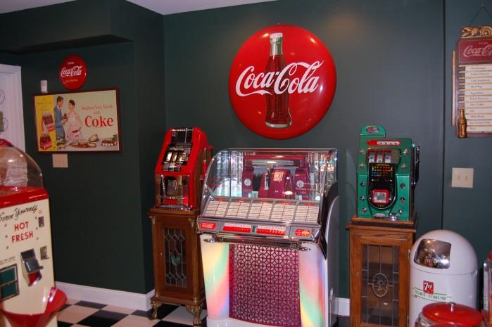 Mike's Game Room Vintage Jukebox