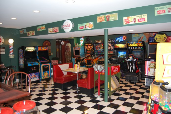 Mike's Game Room Retro Diner Booth
