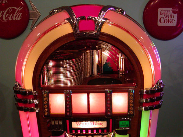 Vintage 1946 Wurlitzer 105 Jukebox Bubbler Bars And Booths