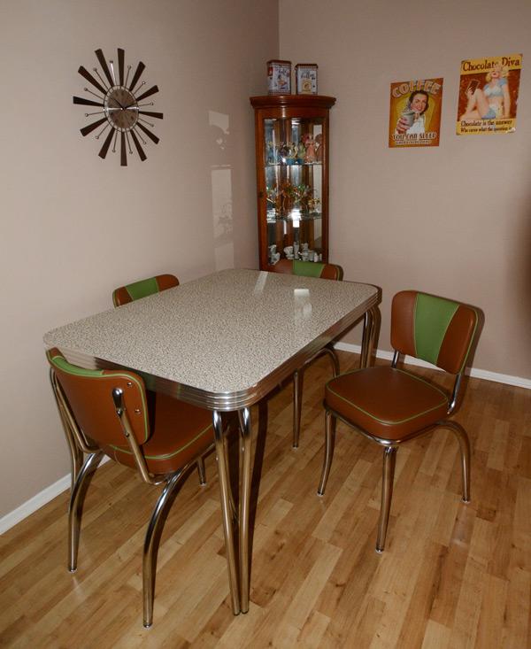 Lynn\'s Kitchen Dinette Set - Canada » Bars & Booths
