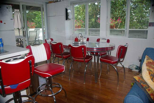 Resnick's Retro Table